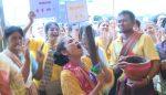 งัดลีลาเด็ดมาสู้!! การแข่งขันส้มตำลีลา ในงานเกษตรฯ ที่ ต.โพนครก(ชมคลิป)